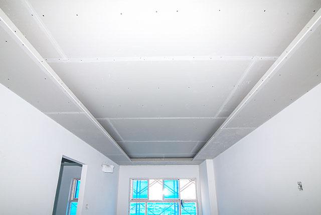 Ốp tấm trần thạch cao căn hộ tầng 7 Block B, tầng 10 Block C