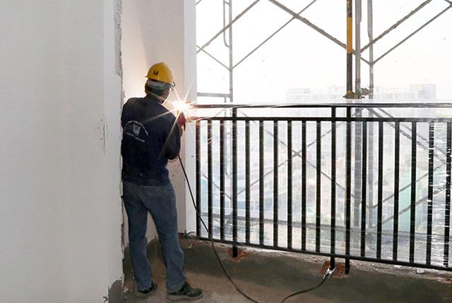 Lắp đặt lan can căn hộ tầng 8 Block A và B, tầng 7 Block C