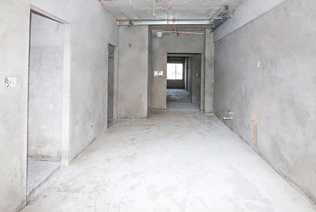 Tiếp tục tô tường bao căn hộ tầng 17 Block C