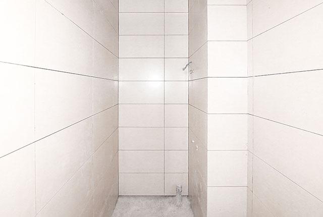 Ốp gạch WC căn hộ tầng 15 Block A, B và tầng 16 Block C