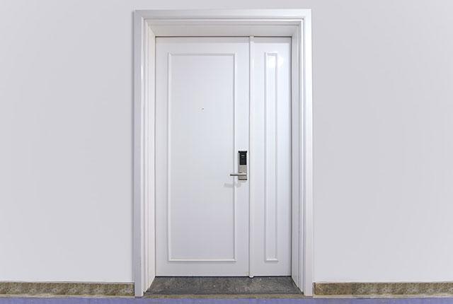 Lắp đặt cửa căn hộ đến tầng 17 Block A, B, C