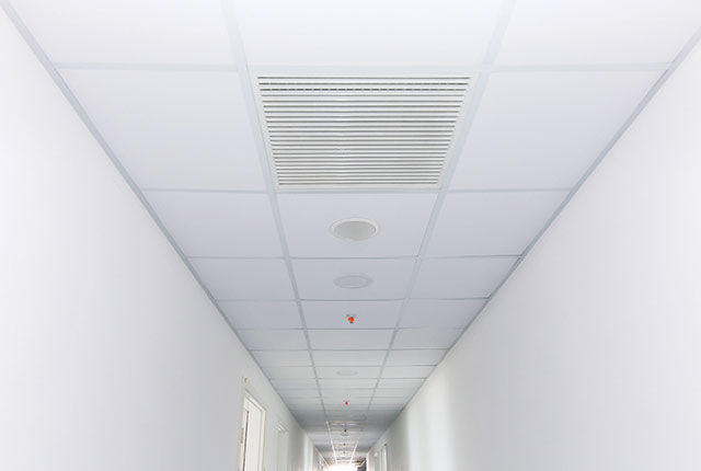 Lắp đặt đèn chiếu sáng và thiết bị báo cháy hành lang căn hộ đến tầng 17 Block A, B, C