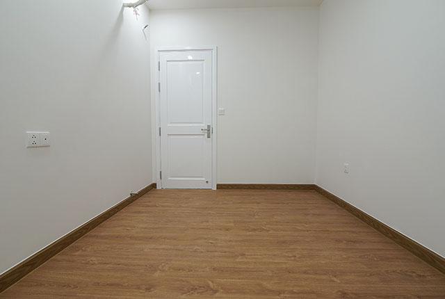 Công tác thi công lắp đặt sàn gỗ phòng ngủ căn hộ tầng 15 block C