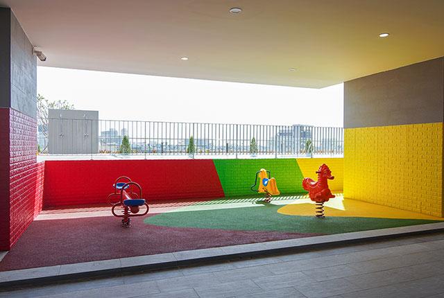 Hoàn thành thi công sân chơi trẻ em