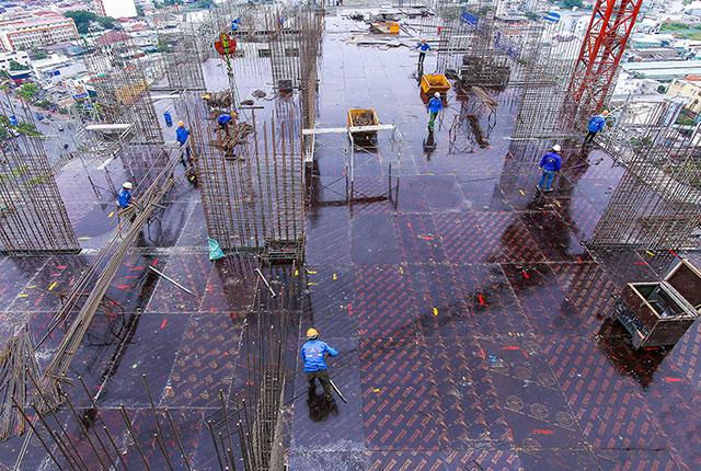 Hoàn thành thi công cốp pha sàn tầng thượng block B