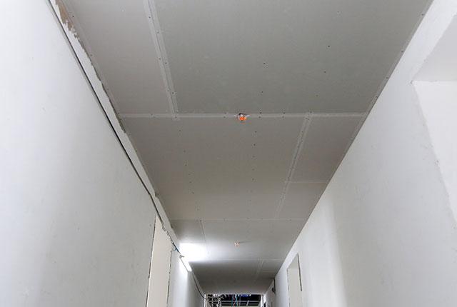 Công tác thi công khung xương trần thạch cao hành lang căn hộ tầng 20 block C