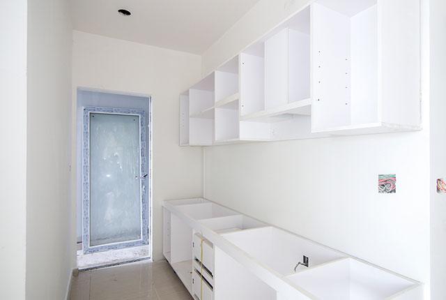 Công tác thi công lắp đặt tủ bếp căn hộ tầng 10 block A