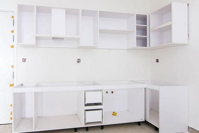 Công tác thi công lắp đặt tủ bếp căn hộ tầng 10 block B
