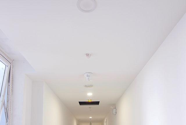 Công tác thi công trần thạch cao căn hộ tầng 20 block C