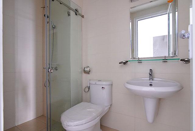 Công tác thi công lắp đặt các thiết bị WC căn hộ tầng 8 block A