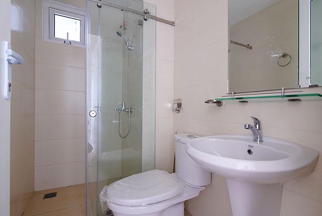 Công tác thi công lắp đặt các thiết bị WC căn hộ tầng 8 block B