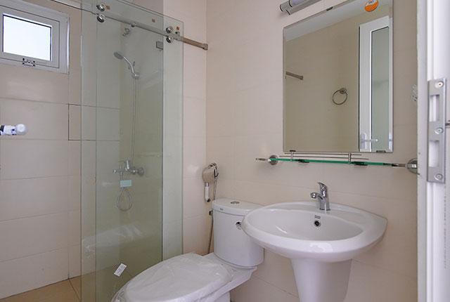 Công tác thi công lắp đặt các thiết bị WC căn hộ tầng 8 block C