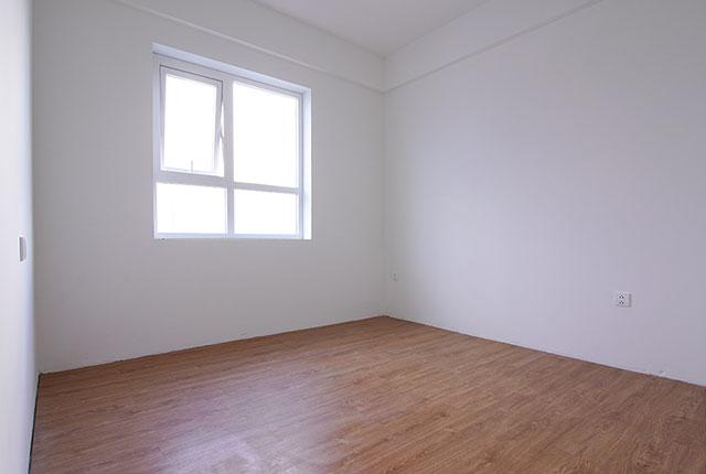 Công tác thi công lắp đặt sàn gỗ phòng ngủ căn hộ tầng 8 block B