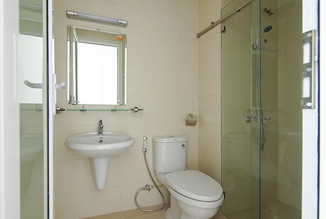 Công tác thi công lắp đặt các thiết bị WC căn hộ tầng 14 block A