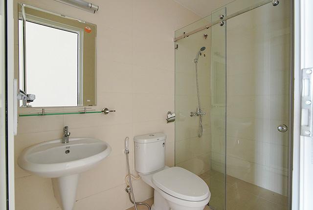 Công tác thi công lắp đặt các thiết bị WC căn hộ tầng 14 block B