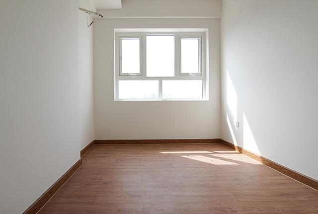 Công tác thi công lắp đặt sàn gỗ phòng ngủ căn hộ tầng 10 block A