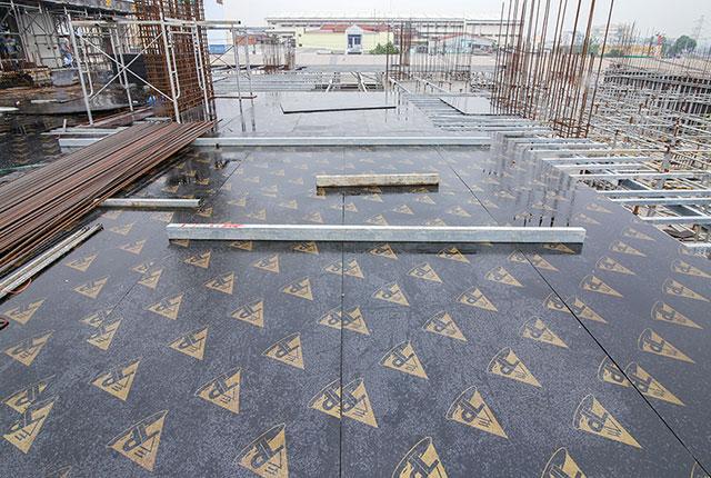 Thi công lắp đặt cốp pha sàn tầng 3 block B Moonlight Boulevard