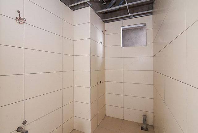 Thi công ốp gạch WC căn hộ tầng 9 block B