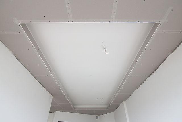 Công tác thi công khung xương trần thạch cao căn hộ tầng 20 block B