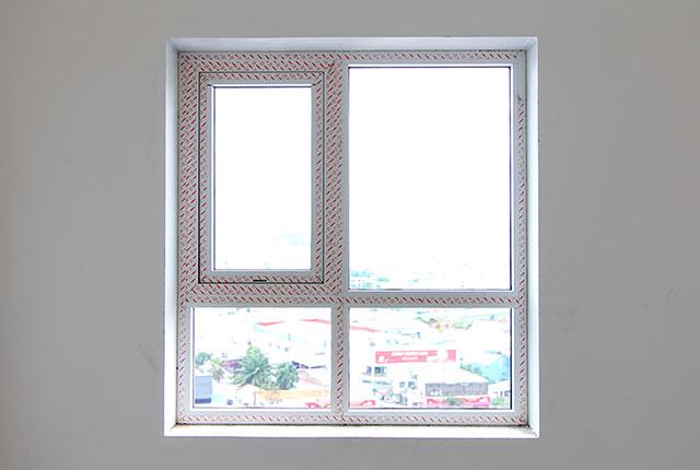 Thi công lắp đặt cửa sổ căn hộ tầng 10 block A