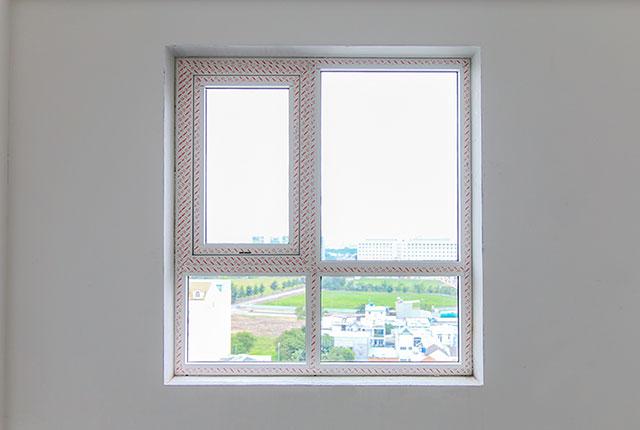 Thi công lắp đặt cửa sổ căn hộ tầng 10 block C