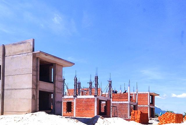 Công tác thi công xây tường khu B Cam Ranh Mystery