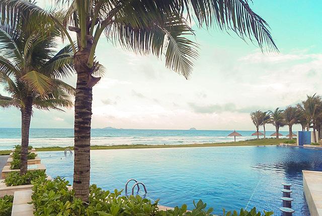 Hình ảnh hồ bơi nước mặn tràn bờ