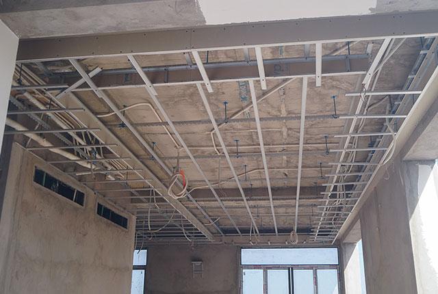 Công tác thi công khung xương trần thạch cao căn biệt thự khu K
