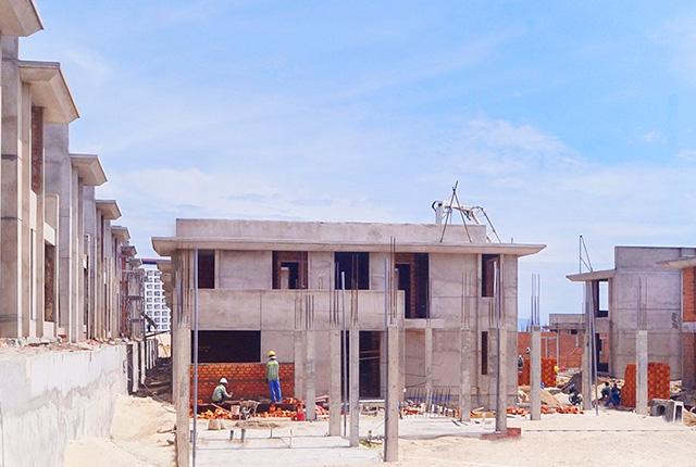 Công tác thi công xây tường tầng 1 khu E