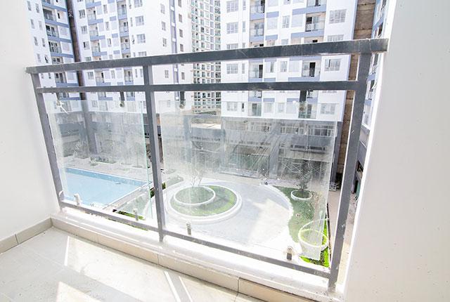 Tiếp tục lắp đặt lan can căn hộ từ tầng 4 đến tầng 18 Block A, B, C, D