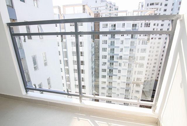 Tiếp tục lắp đặt lan can căn hộ từ tầng 5 đến tầng 18 Block A, B, C, D