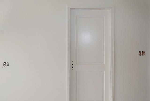 Lắp đặt hệ thống cửa bên trong căn hộ tầng 15 Block A,B