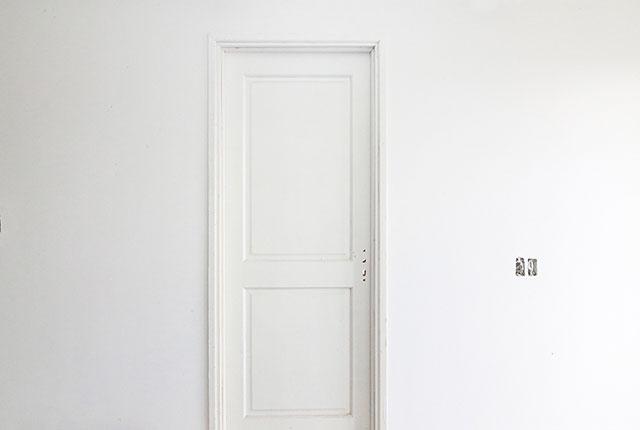 Lắp đặt hệ thống cửa phòng ngủ căn hộ tầng 19 Block A, B