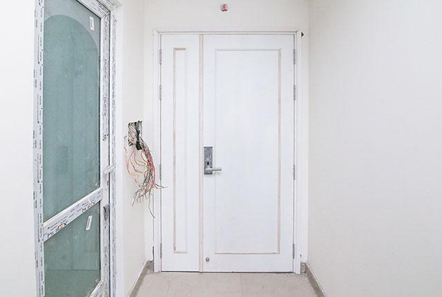 Lắp đặt hệ thống cửa ra vào căn hộ tầng 8 Block A, B