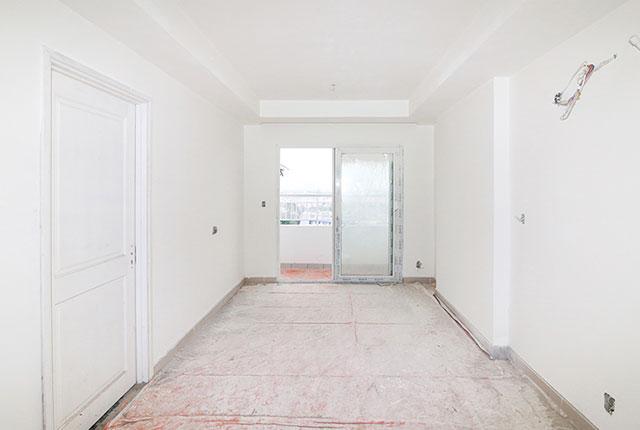 Sơn nước bên trong căn hộ tầng 10 Block A, B