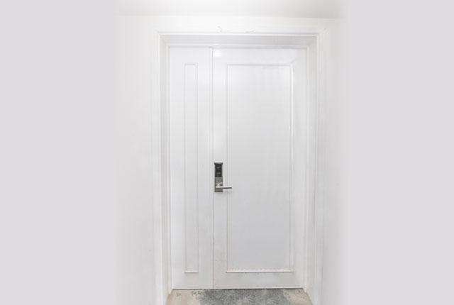 Lắp đặt hệ thống cửa ra vào căn hộ tầng 7 Block A, B
