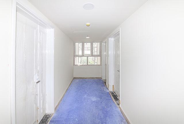 Hoàn thành lắp đặt cửa sổ hành lang căn hộ Block A, B