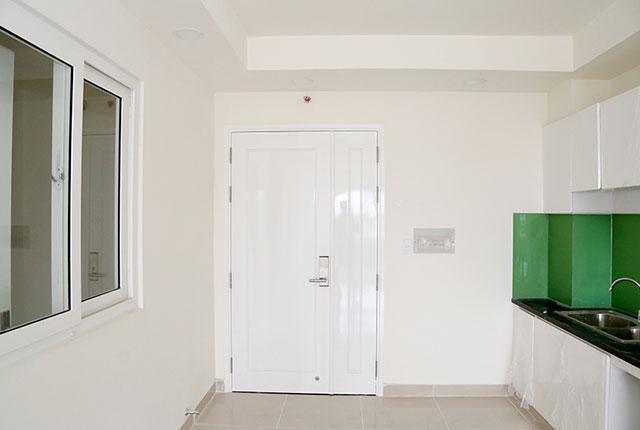 Hoàn thành lắp đặt cửa ra vào căn hộ Block A, B