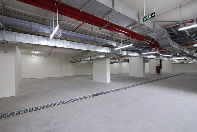 Khu vực hầm để xe của tòa nhà đang được hoàn thiện để phục vụ cư dân