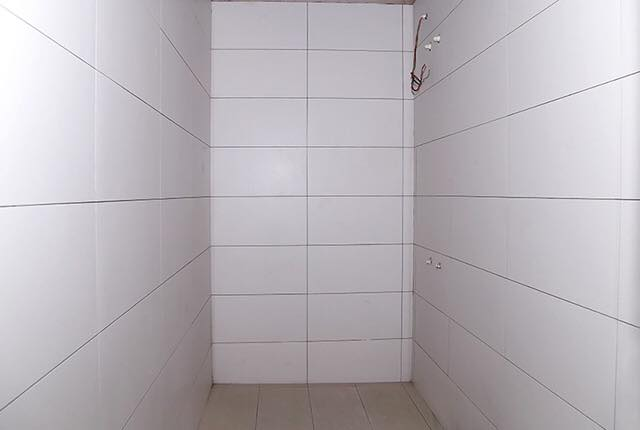 Ốp gạch WC căn hộ tầng 6 - 10 block Central