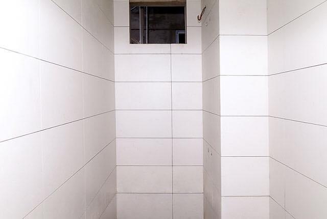 Ốp gạch WC căn hộ tầng 6 - 18 block Southern
