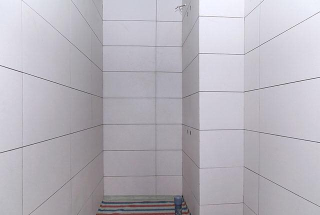Hoàn thành ốp gạch WC căn hộ tầng 6 - 20 block Centra