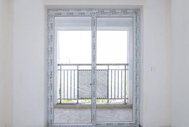 Lắp đặt cửa phòng khách căn hộ tầng 6 - 10 block Central