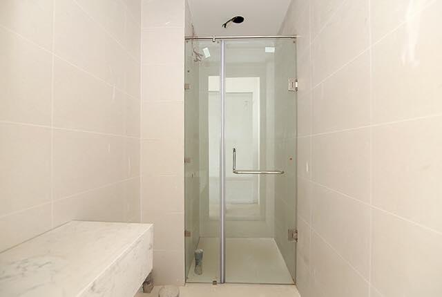 Lắp đặt cửa kính phòng tắm căn hộ tầng 7 - 9 block Northern