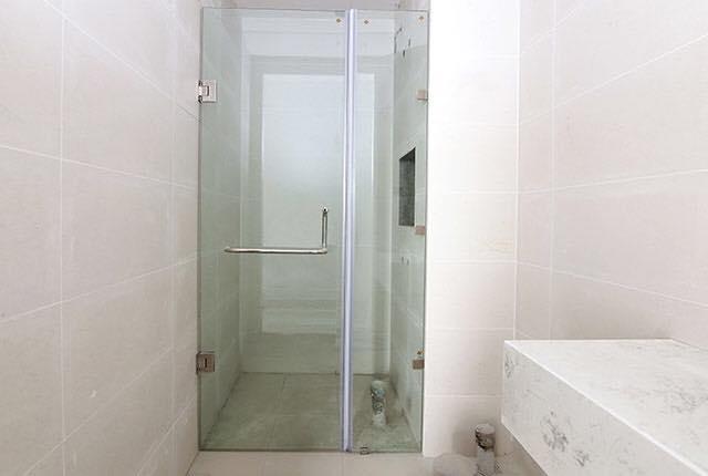 Lắp đặt cửa kính phòng tắm căn hộ tầng 7 - 18 block Northern