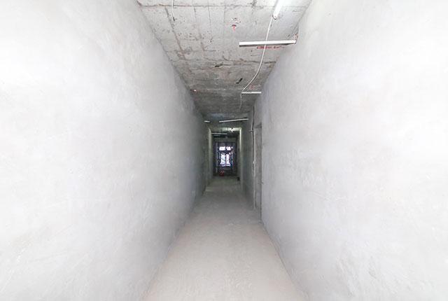 Tô tường hành lang căn hộ tầng 25 block Central