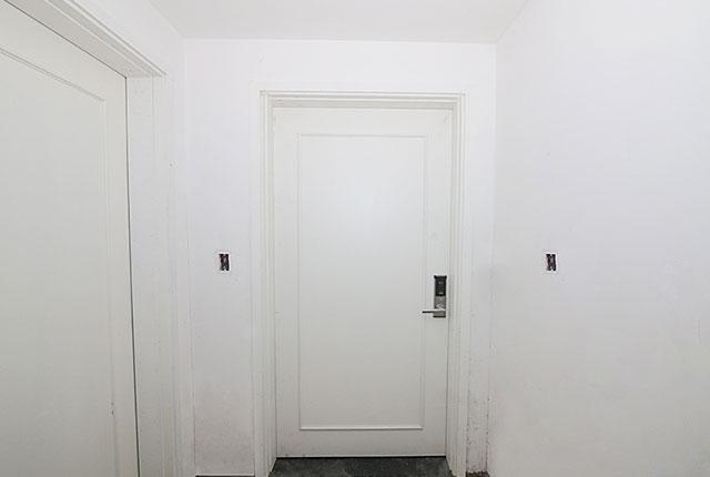 Lắp đặt hệ thống cửa ra vào căn hộ tầng 17 block A, B