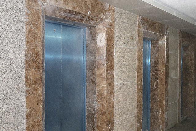 Ốp đá thang máy căn hộ tầng 9 block A, B