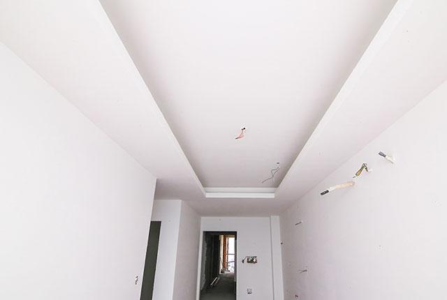 Tiếp tục thi công khung trần thạch cao tầng 18 block A, B