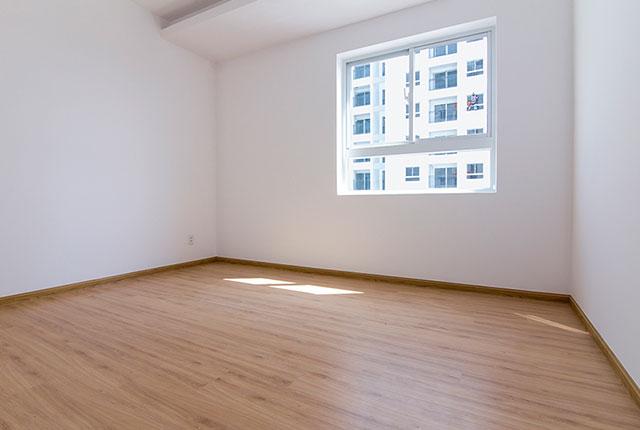 Ốp sàn gỗ phòng ngủ căn hộ tầng 17 block C